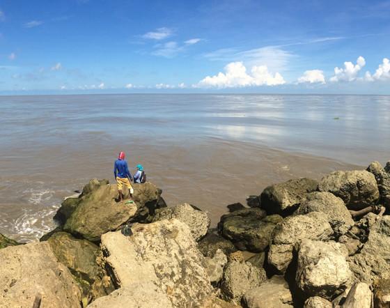 Derecha el mar, Izquierda el rio